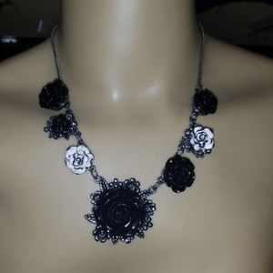 ROSE GOTHIC NECKLACE GOTH HOT TOPIC